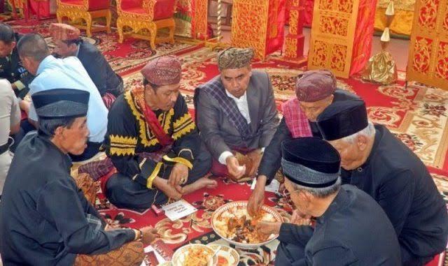 Tradisi makan bajamba