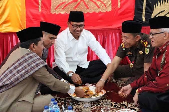 Adab makan bajamba di Minangkabau