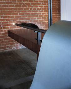 tn_V-Jigsaw-001.Desk_Detail