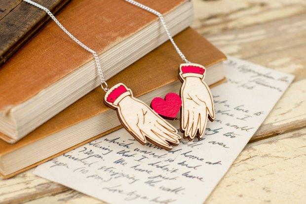 Collier coeur dans mes mains Kates little store