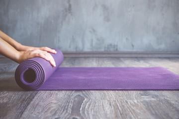 dérouler son tapis de yoga