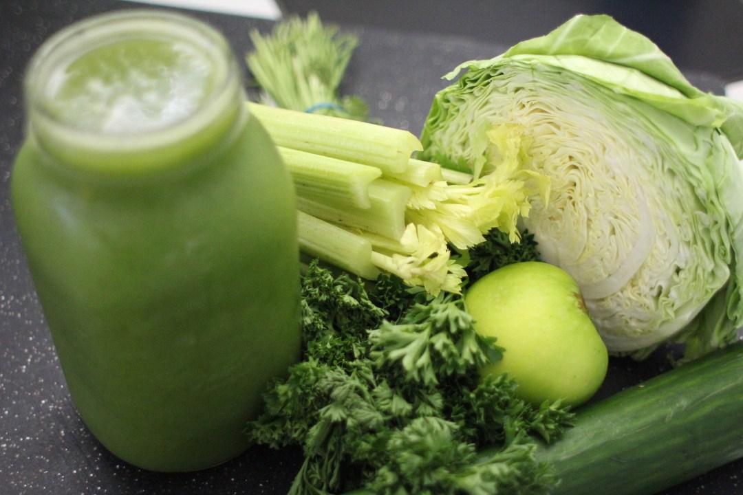 juicing : legumes verts en jus