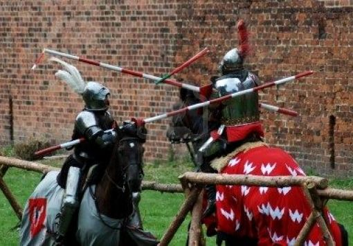 4373790-la-lotta-contro-i-cavalieri-medievali-jousting-in-un-torneo