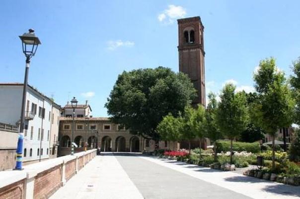 il lungorio, i giardini e la torre di san Domenico