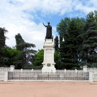Mantova - Monumento a Virgilio