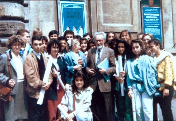 Primo Levi con gli studenti della Rosselli di Pesaro.jpg