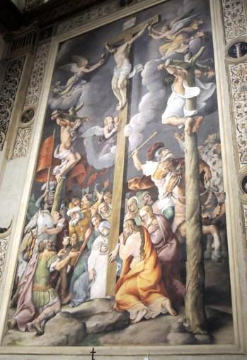 Mantova - basilica di sant'Andrea-san Longino raccoglie il sangue di Gesù