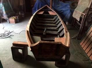 fase di riparazione della barca