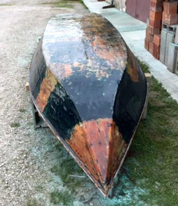 fase di riparazione della barca1