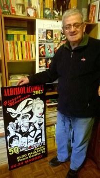 Montorio con uno dei manifestti dedicati ai suoi primi 50 anni di attività fumettistica