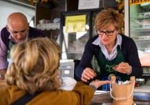 Enri Bonfante al mercato contadino di Mantova