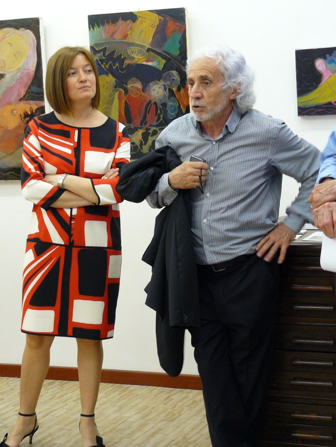 la curatrice Arianna Sartori con l'artista Antonio Pilato