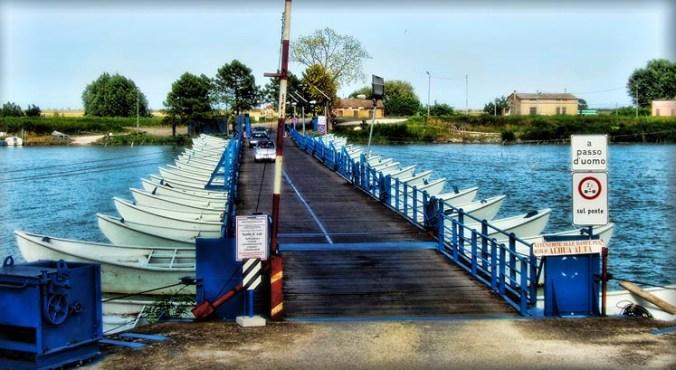ponte in chiatte tra Gorino Veneto e Gorino Ferrarese.jpg