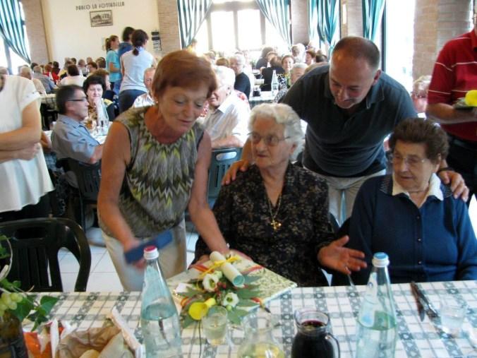 in-foto-da-sinistra-elisabetta-ballasina-e-anna-furlotti-le-100narie-festeggiate-dal-sindaco-e-dallassessore-magalini