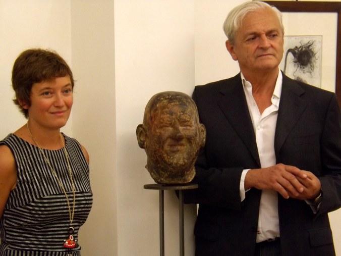 La Gallerista Arianna Sartori con l'artista Bocelli.jpg