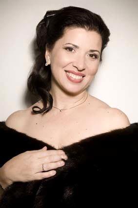 foto-soprano-rosa-pei__rez-suai__rez
