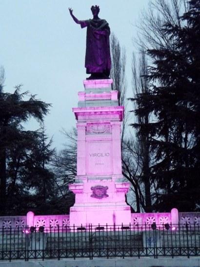 Il monumento di Virgilio testimonila della Giornata Mondiale contro l'Epilessia.jpg