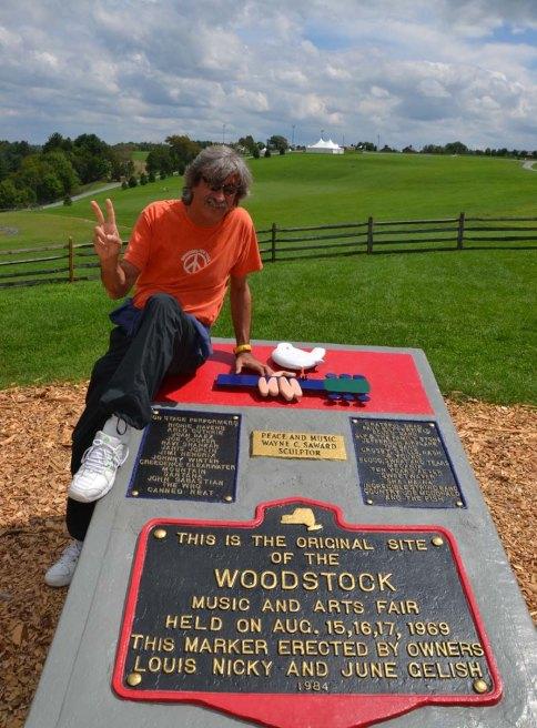 Ezio Guaitamacchi_Woodstock lapide.jpg