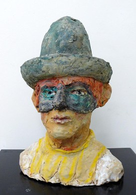 FIORAVANTI ILARIO - Testa di Pierrot, 2005, terracotta policroma, 37x2526