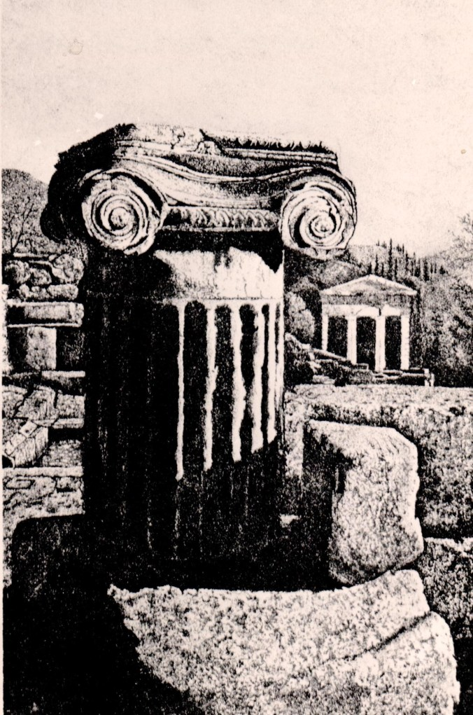 FRANCONE...Colonna jonica a Delphi.jpg