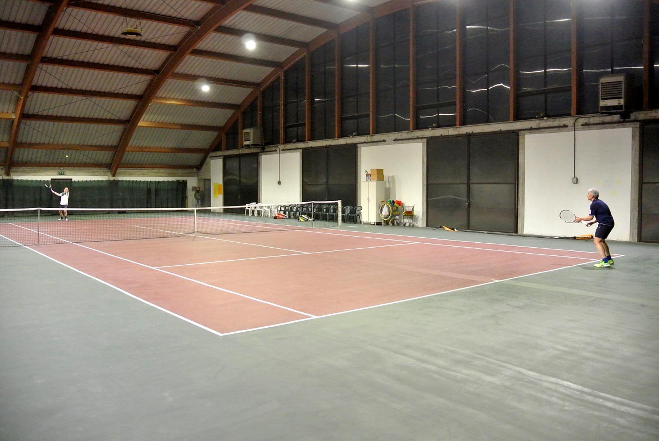Reggiolo u nuovo impianto di illuminazione per il campo da tennis