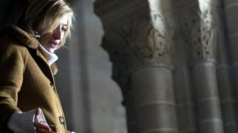 Valeria Bruni Tedeschi_3_Backstage dalle riprese del film _Van Gogh tra il grano e il cielo_ – Auvers sur Oise Auvers sur Oise Chiesa di Notre-Dame-de-l'Assomption