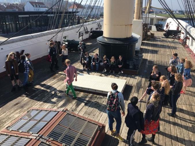 Foto workshop hack the theater a bordo di fregata.jpg
