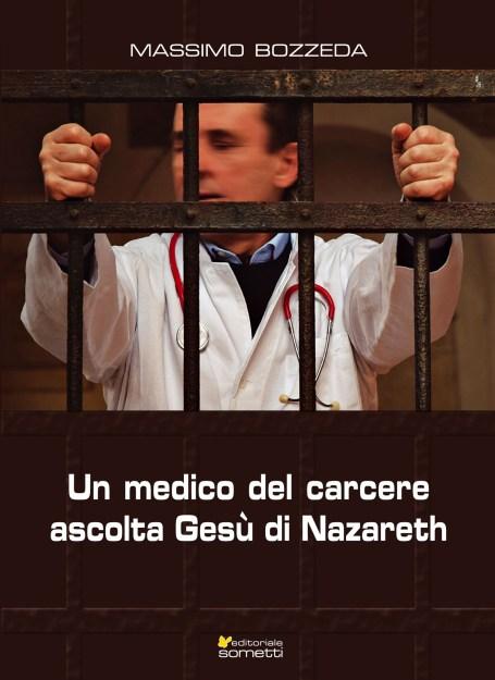un medico del carcere ascolta