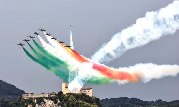 frecce tricolore lago maggiore.jpg