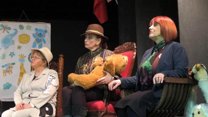 Teatro Minimo  -  La guerra spiegata ai poveri - 59 -  da sin. Gabriella Ferramola, Ivonne Paltrinieri   .jpg