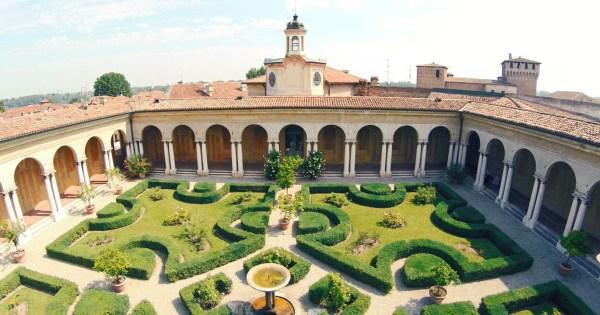 Giardino pensile di Palazzo Ducale Mantova.jpg