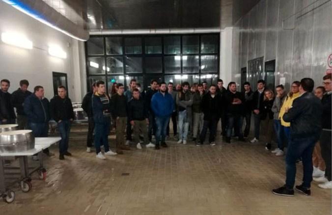 giovani Coldiretti alla latteria San Pietro di Cerlongo.jpg