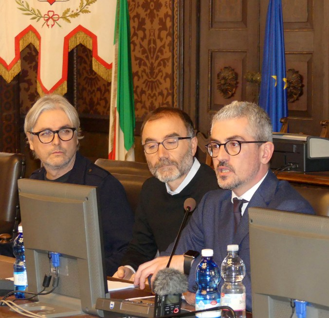 Il sindaco di Mantova Mattia Palazzi insieme ai progettisti Diego Cisi e Stefano Gorni Silvestrini