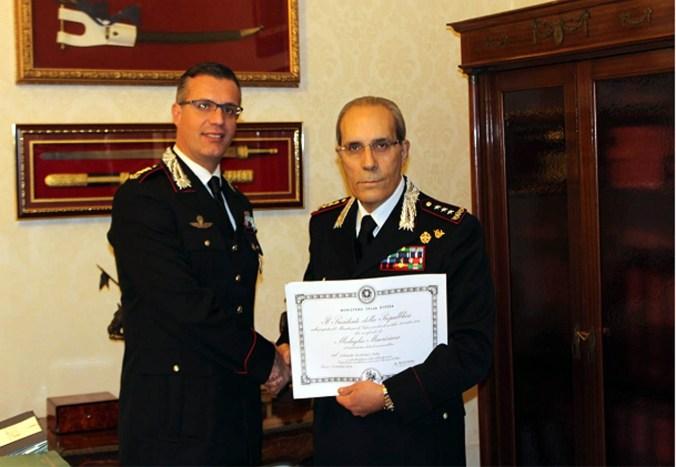 da dx il Generale di Corpo d'Armata Gaetano MARUCCIA, mentre consegna la Medaglia Mauriziana al Colonnello Fabio FEDERICI copia