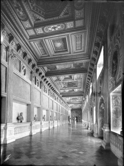 Galleria della Mostra - anni Trenta.jpg