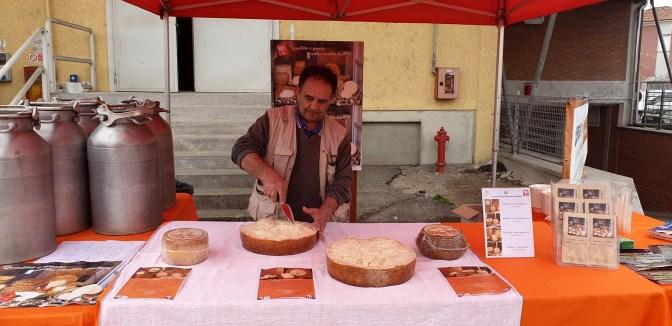 mercato contadino degustazione pecorino sardo