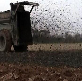 distribuzione fanghi in agricoltura.jpg