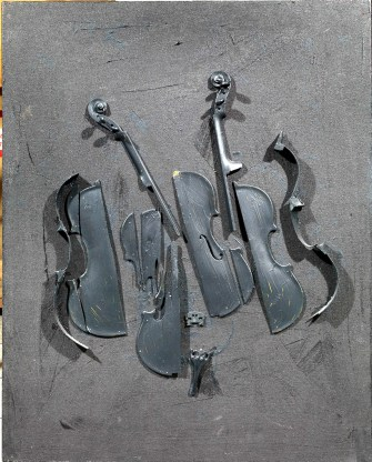 Arman-Sans-titre-2004-violino-sezionato-e-pittura-acrilica-su-tela-cm-102x82.