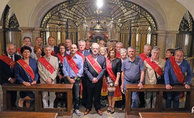 foto di gruppo, al centro priore Saggiani e novizi