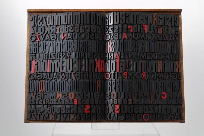 Giorgio Milani, Kafka. Il processo, 2002, assemblaggio di caratteri tipografici di legno, cm. 57x81x10.jpg