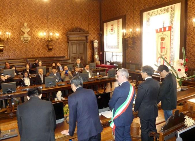delegazione giapponese Omihachiman in Comune a Mantova.jpg