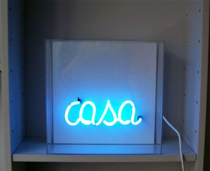 Piccola Casa Azzurra, 2015 cm 30x30x15, neon e plexi.JPG