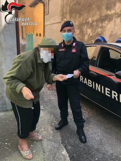 carabinieri pagano bollette anziani