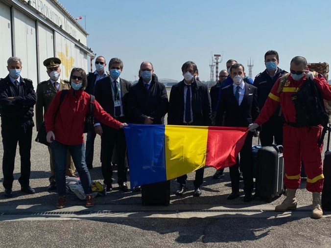 medici e infermieri romeni in aiuto all'ospedale di lecco.jpg