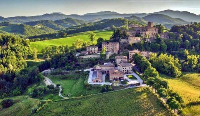 Castello di Tabiano dal drone - credits Castello Tabiano - Castelli Tabiano