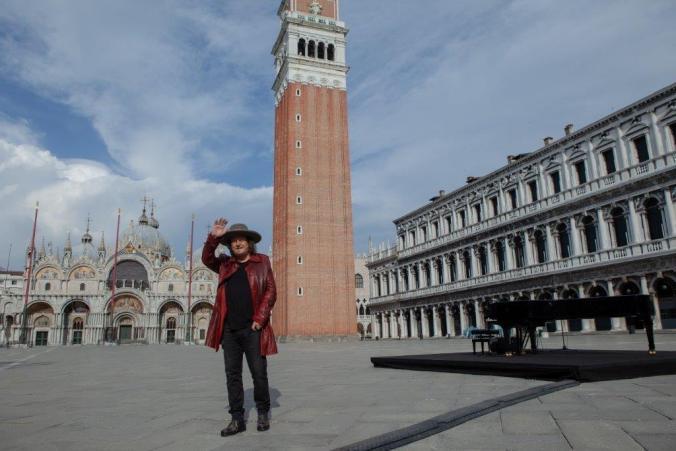 Zucchero in Piazza San Marco a Venezia (2).jpg