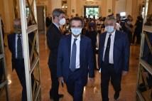 Attilio Fontana, presidente regione lombardia mentre entra alla Scala