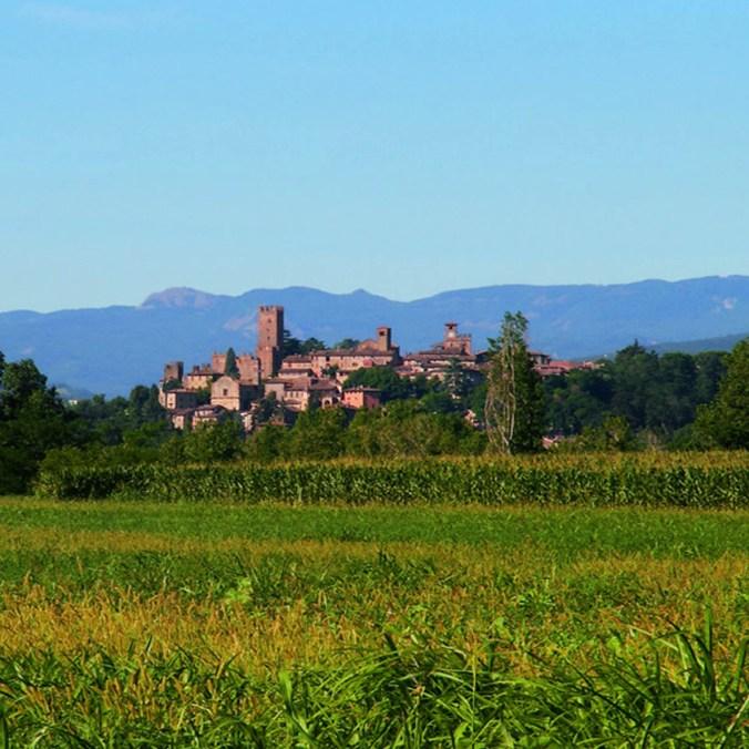 Castell-Arquato-Castelli-Ducato-bellissimo-paesaggio-600.jpg