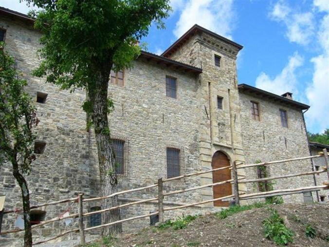 Castelli_Ducato_Parma_Piacenza_Castello_Malaspina_Gambaro_Ferriere_estate.jpg