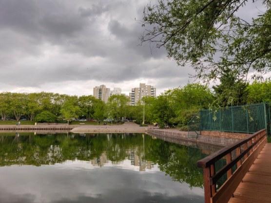Pont en bois et Lac de Créteil